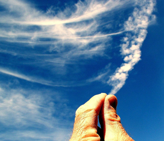 Forced-Perspective-Photography-with-Clouds-18