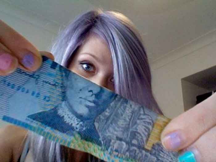 montaje-con-las-caras-de-los-billetes-bromasaparte_02