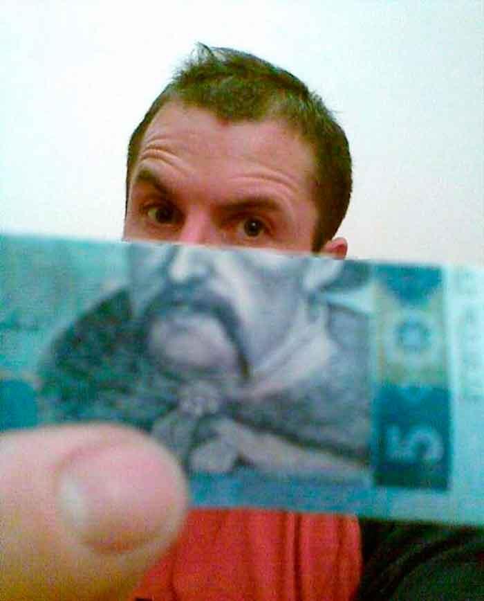 montaje-con-las-caras-de-los-billetes-bromasaparte_03