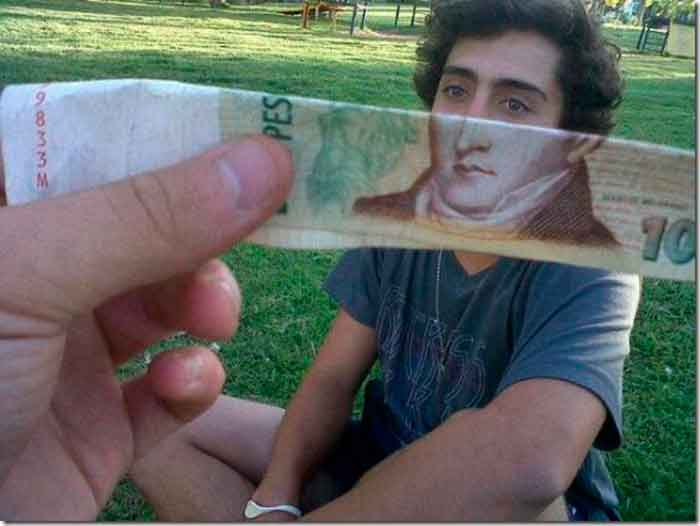 montaje-con-las-caras-de-los-billetes-bromasaparte_05