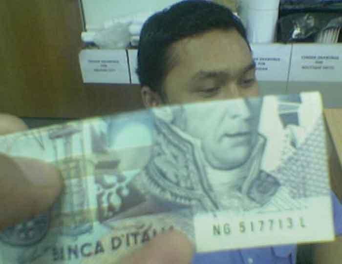 montaje-con-las-caras-de-los-billetes-bromasaparte_06