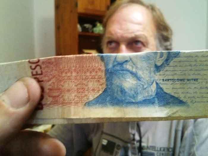 montaje-con-las-caras-de-los-billetes-bromasaparte_10