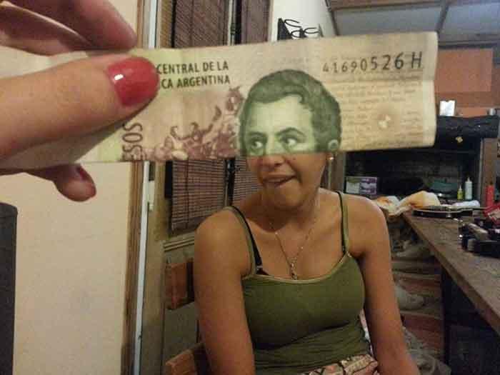montaje-con-las-caras-de-los-billetes-bromasaparte_14